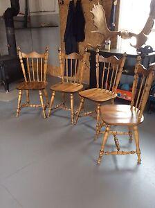 Chaises de cuisine en bois