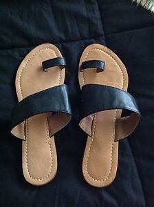Ladies size 39 sandal thong Brinsmead Cairns City Preview