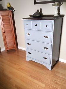 Commode vintage relookée . Chalk paint .Chabby chic style!!