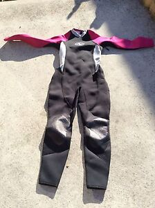 BRAND NEW LADIES SIZE 14 WET SUIT ..... $35 ..... ONO Howrah Clarence Area Preview