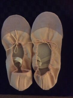ADULT PINK CANVAS BALLET SHOES - WIDER FITTING SIZE 40 NEW  8.5-9)