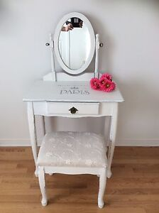 Coiffeuse/ maquilleuse relookée. Chalk paint. Chabby chic