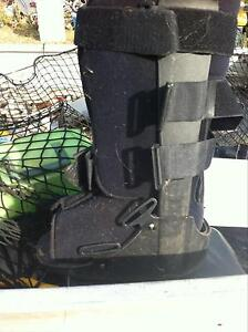Moon boot, small moon boot, along with shower seat and handle Denman Muswellbrook Area Preview
