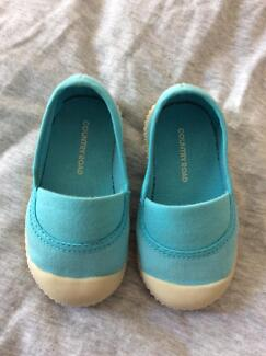 Country Road canvas sneakers - Size 20