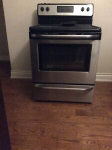 Stainless Frigidaire Stove with burners