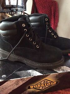 New. Men's bacl boots