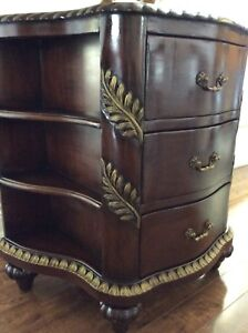 Gorgeous looking entryway cabinet