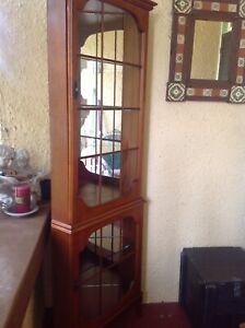 DISPLAY / CHINA CORNER CABINET ANTIQUE REPRODUCTION