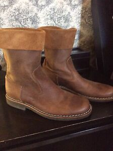Roots ladies size 8 leather boots