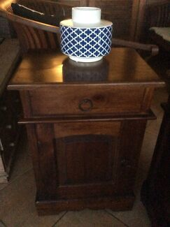 Great Bedside Table (2)