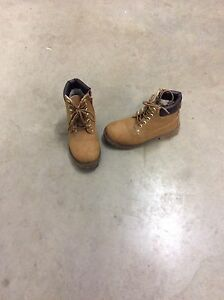 Boys work boots, size 3