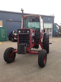 International 1086 tractor for sale