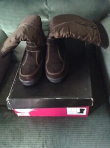Brand new women's size 9 winter boots