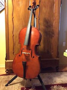 Beautiful cello for sale . Adult size. $650 OBO