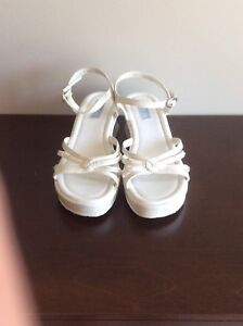 Girl's Sandles - Size 4W