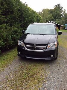 2013 Dodge Grand Caravan sxt stow n go.