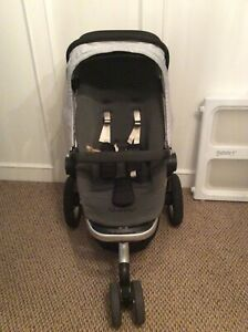 Quinny buzz stroller and bassinet.