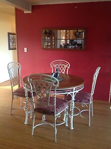 Kitchen table and matching baker's rack