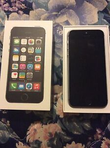 iPhone 5S 16GBs 10/10 condition Rogers