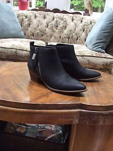Chelsea short leather boot