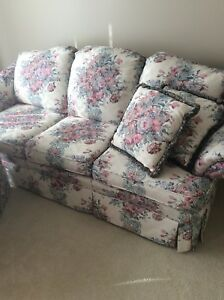 Matching couch and chairset