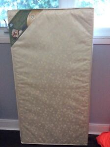 Soybean SEALY crib mattress/ matelas bassinette neuf