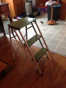 "Vintage green ladder 25 1/2"" tall"