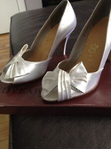 Woman's size 9 white satin dyeable shoes. Excellent condition.