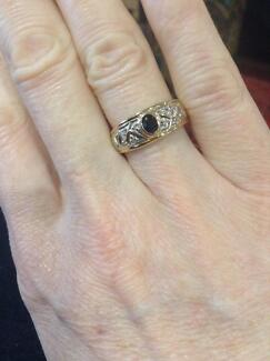 Diamond and sapphire 9ct yellow gold ring. Eaton Dardanup Area Preview