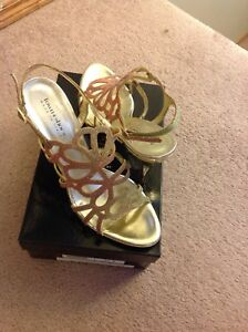 Brand new town shoes gold heels size 9.5