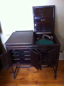 Premier Phonograph early 1900's