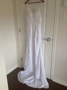 Stunning Backless Lace Wedding Dress *NEVER WORN*