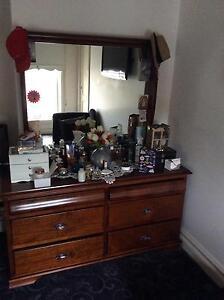 Queens size bedroom furniture Moonee Ponds Moonee Valley Preview