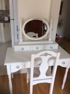Gorgeous vanity refurbished. Firm price. I don't deliver.
