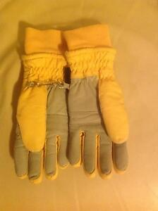PAIR OF YELLOW/DOVE GREY WOMENS GORETEX SKI GLOVES - NEVER WORN Mona Vale Pittwater Area Preview