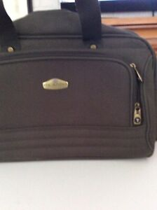 CARRYON LUGGAGE PIECE(NEVER USED)