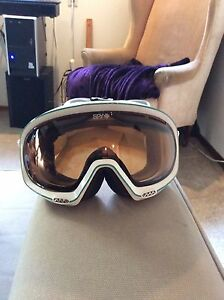 Women's or youths snowboarding goggles