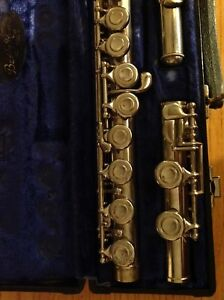 STUDENT FLUTE IN EXCELLENT WORKING CONDITION