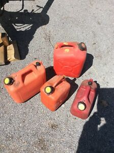 4 gas cans   2  gallon cans &  2 two gallon cans asking  $20