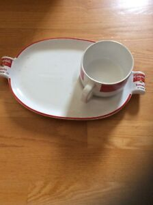 CAMBPELL,S soup and sandwich dish in new condition
