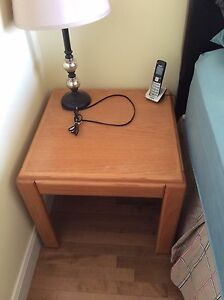 Solid wood end table, excellent condition
