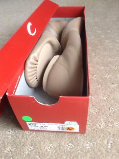 NEW Capezio Slip on Caramel Leather Jazz Shoes Size 9.5W Greenwood Joondalup Area Preview