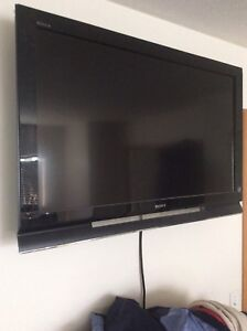 Sony 40 inch LCD tv for parts or repairs