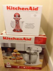 Kitchen Aid mixer and additional glass mixing bowl
