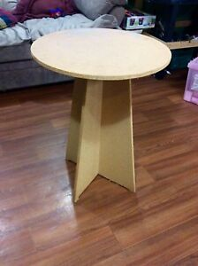 Round table stand