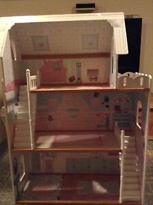 Doll house for sale !!!