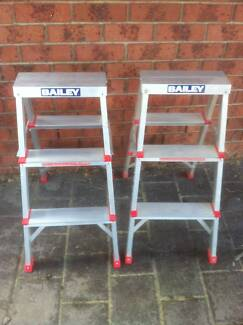 2 bailey step ladders