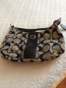 NEW COACH PURSE  -ASKING 45.00