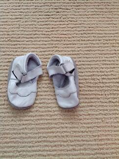 Baby girl leather shoes Redhead Lake Macquarie Area Preview