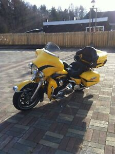 Harley -Davidson Ultra Classic  2004.  Only 9300 miles